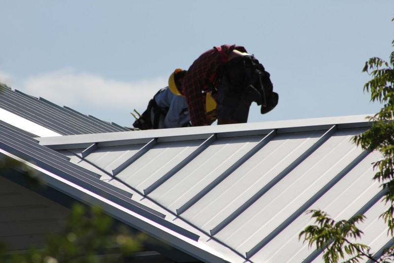 Installing metal roofing on a commercial building